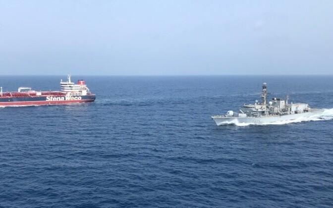 Briti sõjalaev HMS Montrose Hormuzi väinas Briti tankerit saatmas.