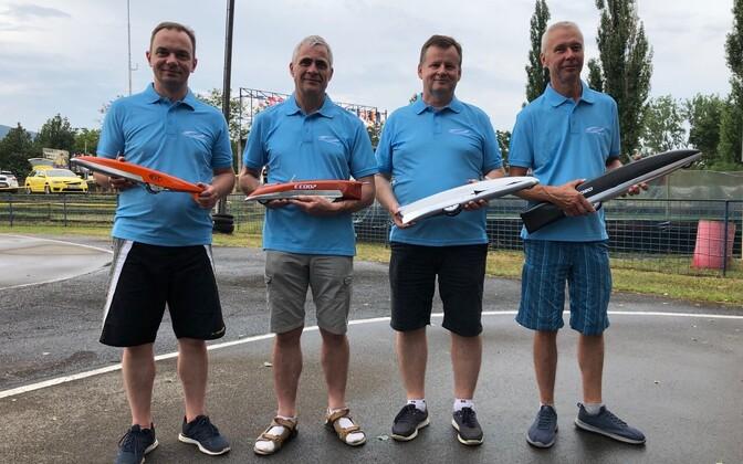 Neli värsket Euroopa meistrit. Vasakult Rain Teder, Lembit Vaher, Tõnu Sepp ja Ando Rohtmets.