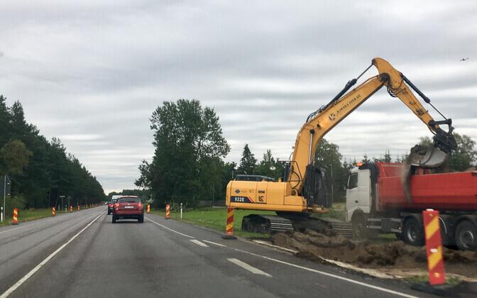 Rannamõisa teed hakati neljarajaliseks ehitama