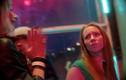 Keskmine õde Liis (Grete Konksi) ja Liisi sõbranna Pamela (Jaune Kimmel).
