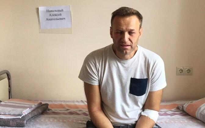 Navalnõi Moskva 64. haigla palatis, kui paistetus hakkas juba järele andma.