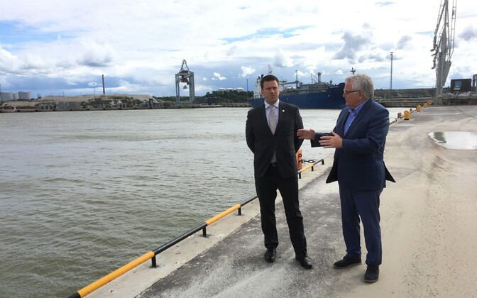 Prime Minister Jüri Ratas (Centre) and Tiit Vähi at the Port of Sillamäe.
