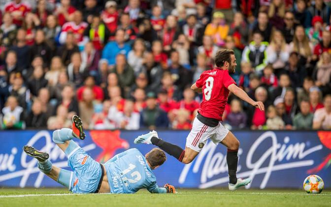 Andreas Vaikla tõmbas mängu lõpus maha Juan Mata ning kohtunik määras ManU-le penalti.