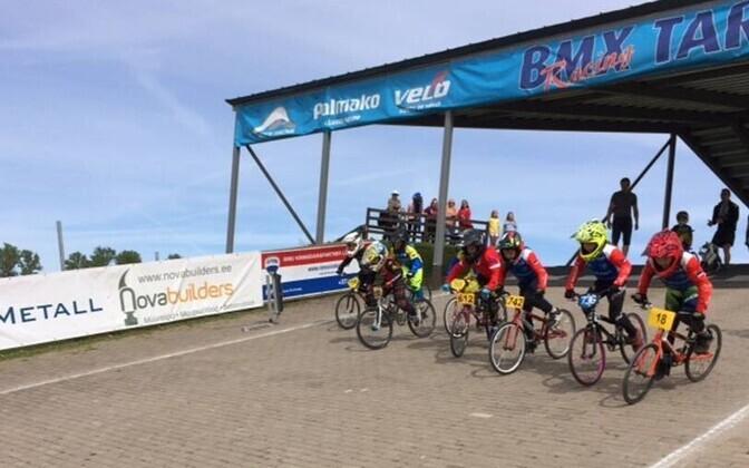 Tartus selguvad BMX krossi Eesti meistrid noorte vanuseklassides ja ka Baltimaade karikavõitjad.