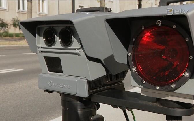 Мобильная камера контроля скорости.