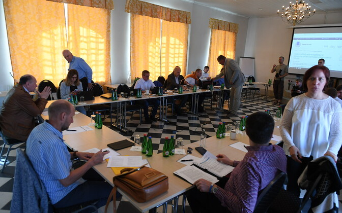 Valitsuse liikmed mais Vihulas riigi eelarvestrateegiat arutamas.