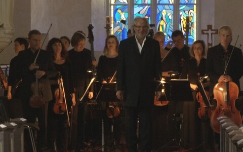 Avakontserdil esitas Tüüri noorpõlveloomingut Tallinna kammerorkester Tõnu Kaljuste dirigeerimisel.
