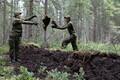 Военнослужащие 1-й пехотной бригады помогали восстаналивать болота.