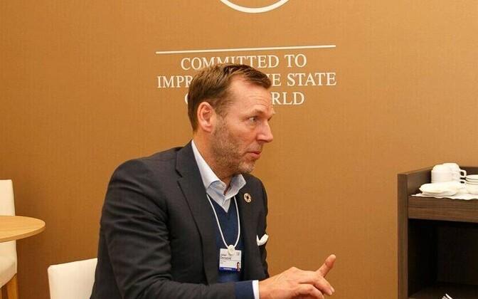 Kohtumisel Telia korporatsiooni juhi Johan Dennelindiga tegi Jüri Ratas usinalt märkmeid.