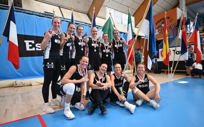MM-kulla võitnud OSK korvpallinaiskond.
