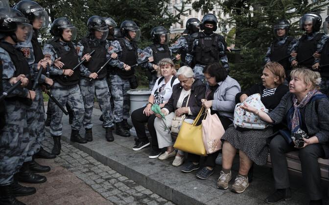 Märulipolitseinikud ja Moskva vanaprouad.