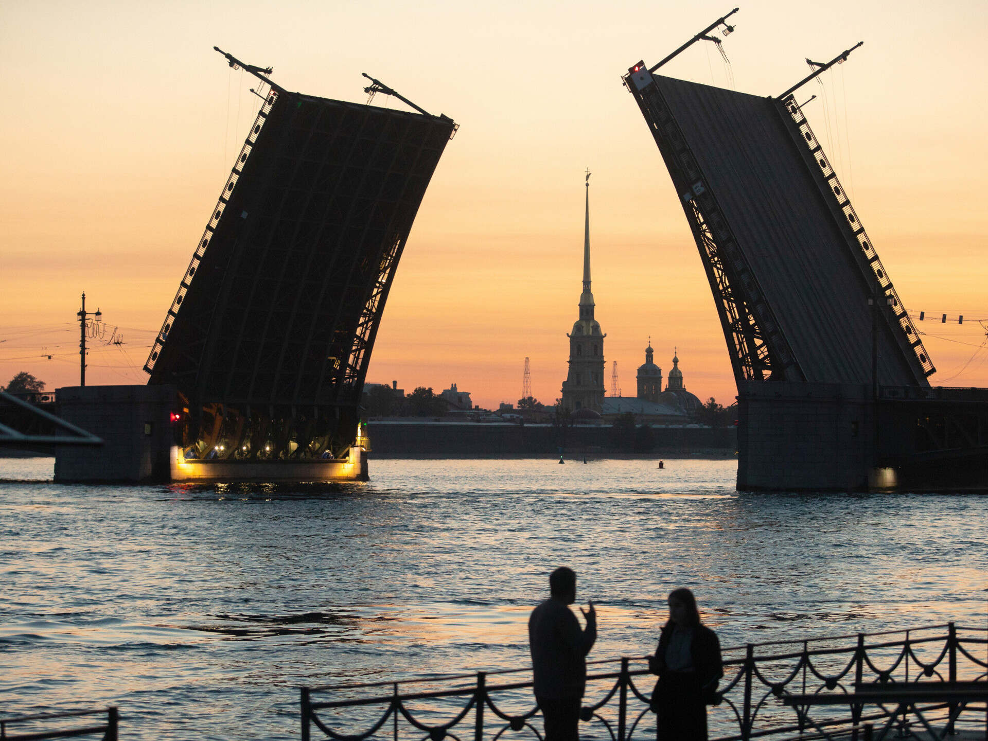 Russia hopes free visas will promote St  Petersburg tourism, improve