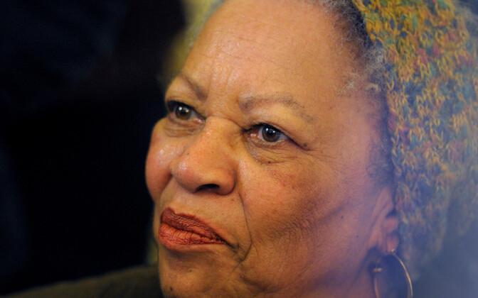 Тони Моррисон была первой чернокожей женщиной-лауреатом Нобелевской премии по литературе