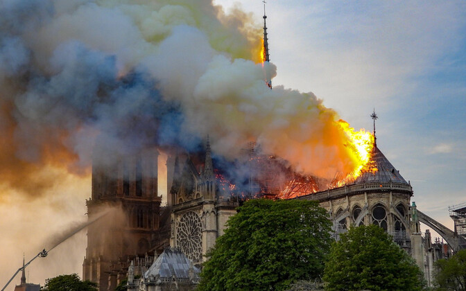 Pariisi Jumalaema kiriku põleng 15. aprillil.