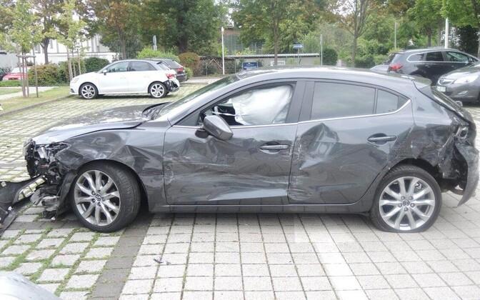 75-летняя женщина на автомобиле Mazda устроила хаос на парковке в Магдебурге.