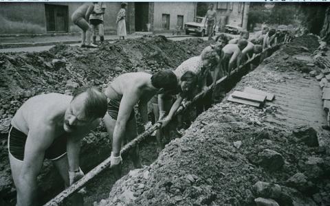 Võib-olla andis idee Balti ketiks kaablikraavi kaevamine.