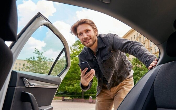 Uber teatas tipptunnihindade kehtestamisest Tallinnas.