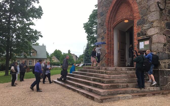 Maa, kuhu võib kerkida kaubanduskeskus, kuulub Viljandi Pauluse kogudusele.