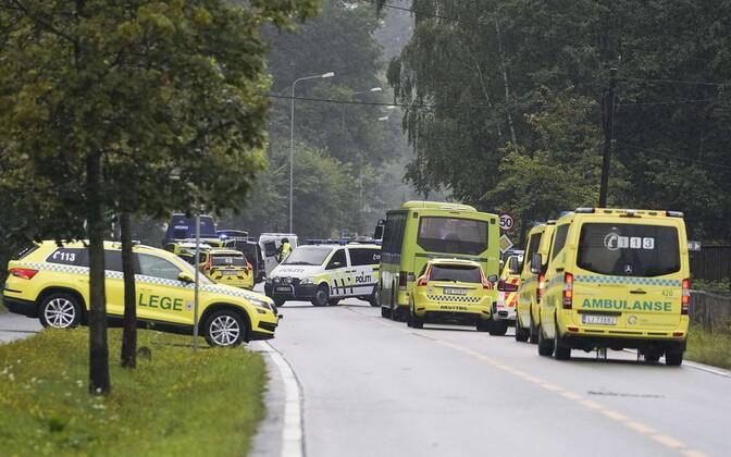 Politsei ja päästeautod Oslos mošeetulistamise paigas.