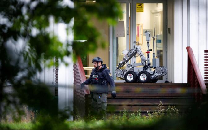 Норвежский полицейский на месте происшествия.