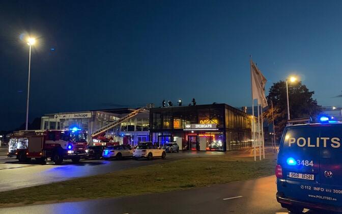 Пожар в торговом представительстве BMW.