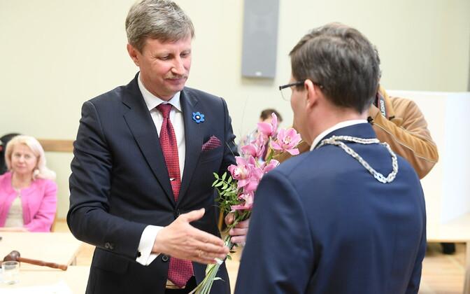 Эдуард Эаст и старейшина волости Йыхви Макс Каур.
