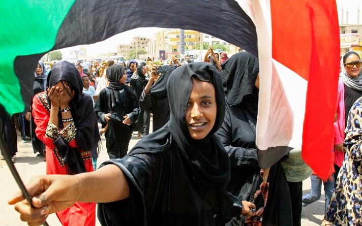 võimu. Tänavu aprillis näiteks astus pärast massiprotestide lainet tagasi Sudaani president Omar Al-Bashir.