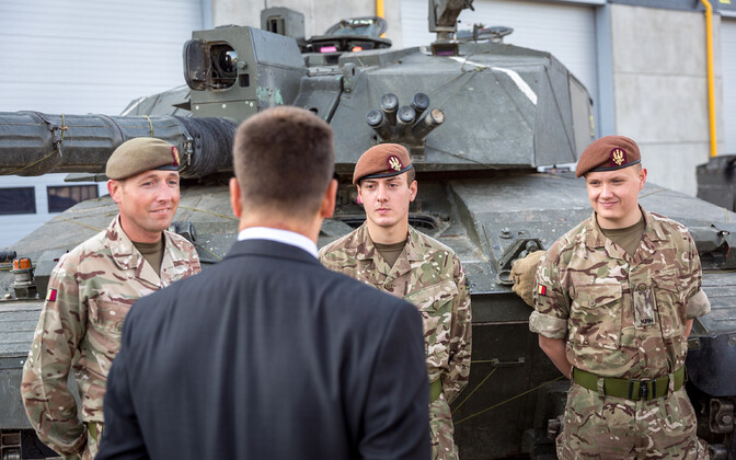 Jüri Ratas meets KRH personnel based at Tapa as part of NATO's eFP.