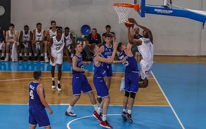 Eesti U-16 korvpallikoondis ja Yohan Traore (Prantsusmaa)