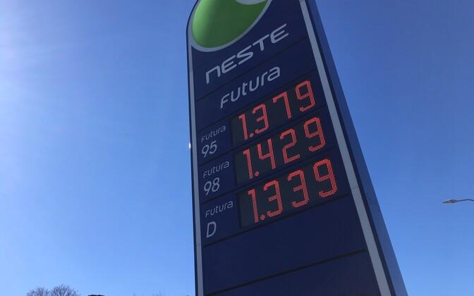 Soome plaanib tõsta küll kütuseaktsiisi, ent jätab alkoholiaktsiisi puutumata, et jälgida nende maksumuutuste mõju Eestis ja Lätis.