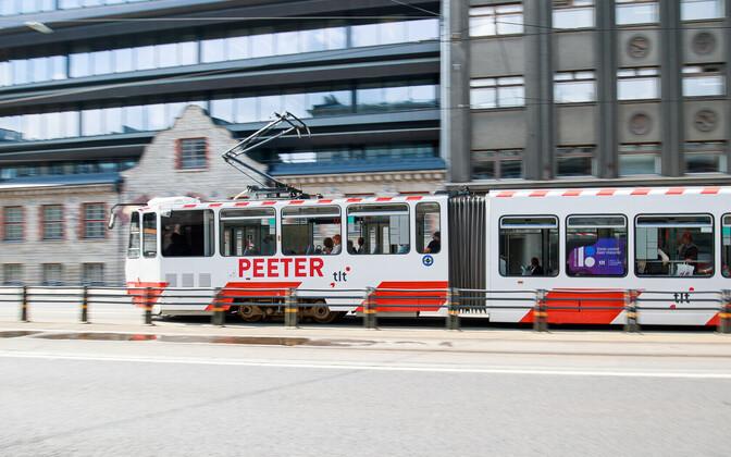 В Таллинне ширина трамвайной колеи равна 1067 мм.