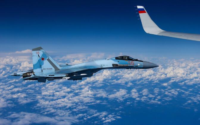 Šoigu lennukit saatnud Vene hävitaja Su-27.
