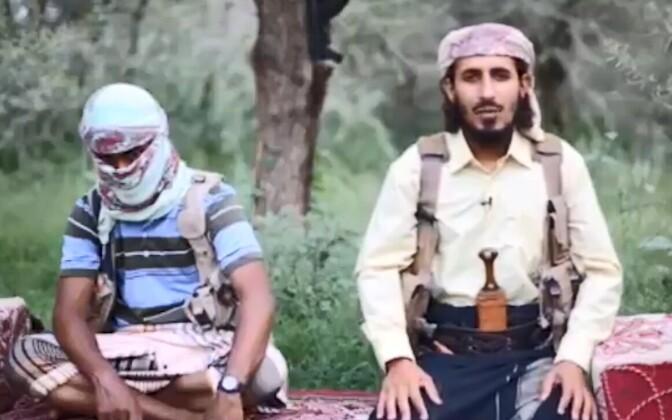 Jeemeni äärmuslane ISIS-e truudusevannet andmas.