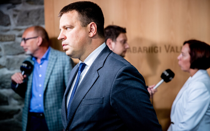 Юри Ратас заверяет, что трудовые отношения с Вахером продолжают действовать.