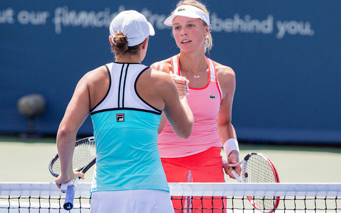 Anett Kontaveit (right) and Ashleigh Barty.