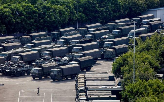 Honkongi piiri äärde koondatud Hiina sõjaväetehnika.