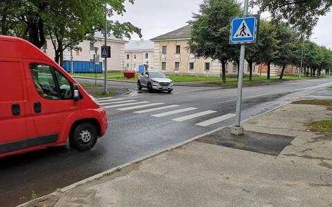 Пешеходный переход у Кренгольмской гимназии.