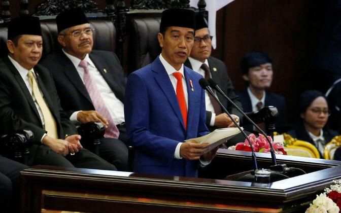 Indoneesia president Joko Widodo parlamendis kõnet pidamas.
