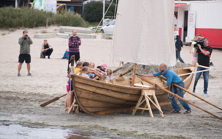 Спуск на воду ладьи викингов