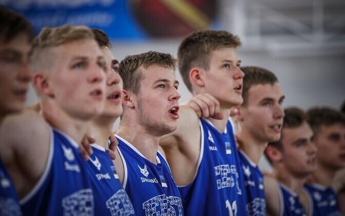 Eesti U-16 korvpallikoondis, keskel teravustatult Ken-Martti Reinart
