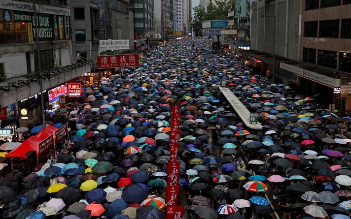 Протестующие в Гонконге.