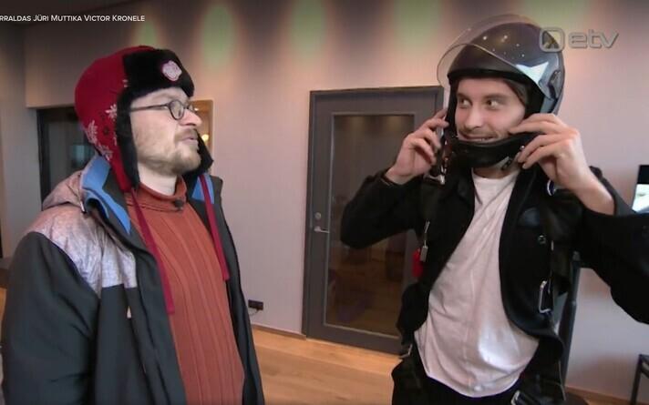 Юри Муттика (слева) напомнил Виктору Крону о его обещании.