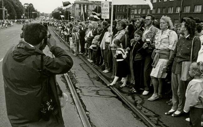30 назад жители Балтийских стран создали живую цепь, которая протянулась на несколько сотен километров.