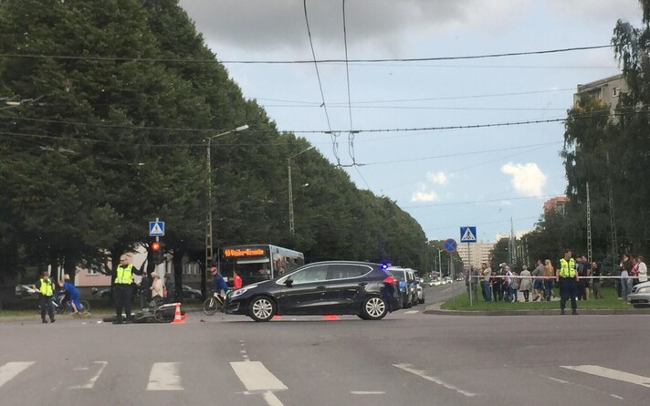 В аварии пострадал мотоциклист.
