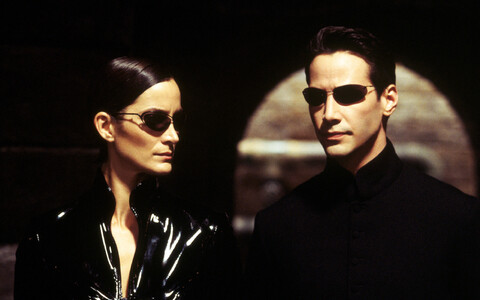 "Keanu Reeves (paremal) ja Carrie-Anne Moss filmis ""The Matrix Reloaded""."