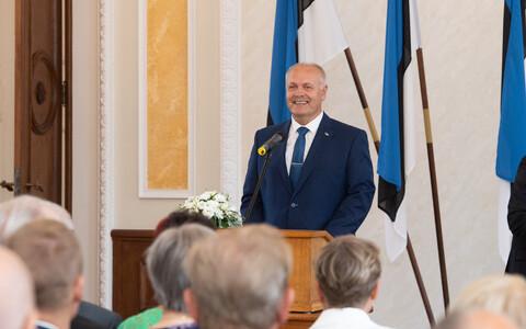Henn Põlluaas, speaking to members of the August 20 Club.