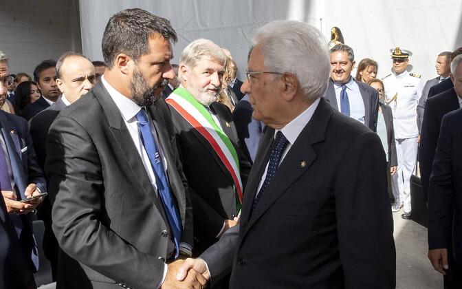 Liiga juht Salvini (vasakul) ja president Mattarella Genova sillavaringu mälestusüritusel.