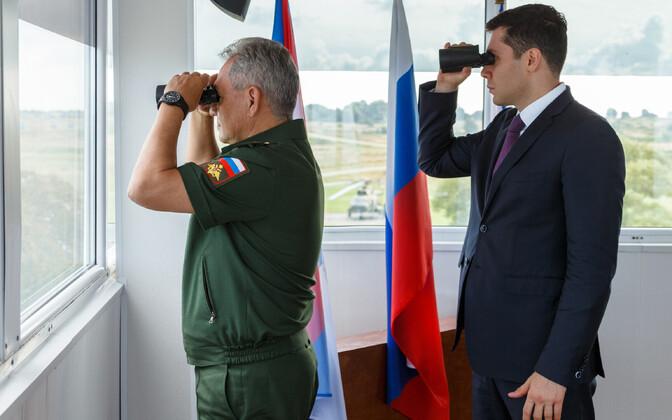Kaitseminister Sergei Šoigu ja Kaliningradi oblasti kuberner Anton Alihhanov augustis õppusi jälgimas.