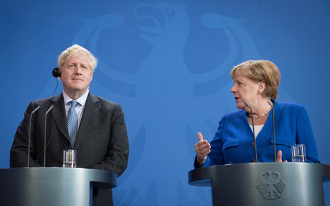 Boris Johnson ja Angela Merkel.