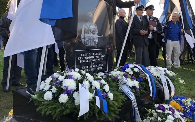 Временно доставленный на кладбище осенью прошлого года памятник, копию которого хотят изготовить и установить в Лихула.